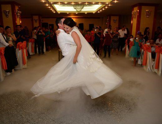 10 danses originales pour ouvrir le bal